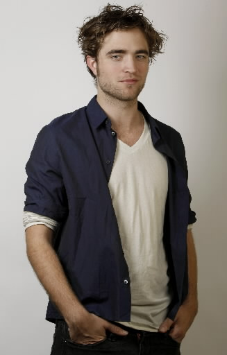 http://materialisticboy.files.wordpress.com/2010/01/robert-pattinson-2.jpg